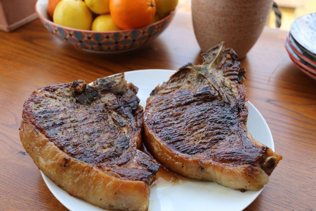 Für ihre Freunde aus den USA bereitet Giada ein toskanisches Menü. Nicht fehlen dabei darf ihr saftiges Steak ... - Bildquelle: 2016,Television Food Network, G.P. All Rights Reserved