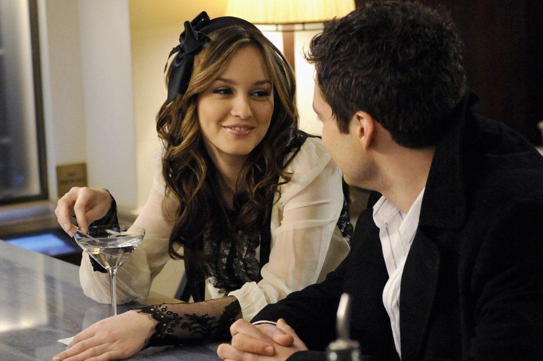 Genießen die gemeinsam Zeit: Blair (Leighton Meester, l.) und Carter (Sebastian Stan, r.) ... - Bildquelle: Warner Brothers