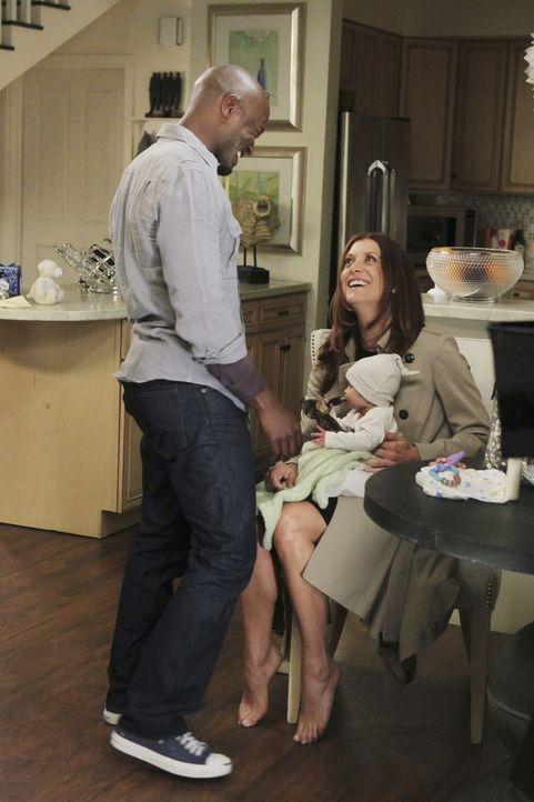 Nach und nach wird Sam (Taye Diggs, l.) klar, dass er Addison (Kate Walsh, r.) und Henry (Harlow Danger Contreras, M.) will. Doch ist es für diese E... - Bildquelle: ABC Studios