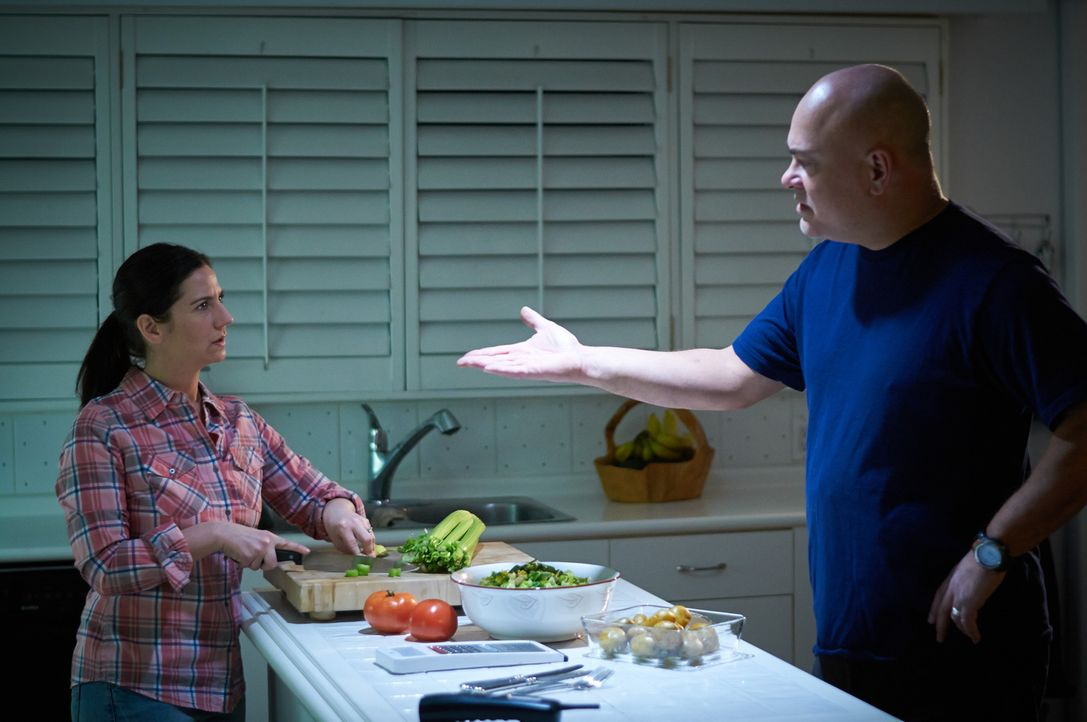 Ständig streiten sich William (r.) und Elizabeth (l.), aber das der eine den andern töten könnte, damit hat keiner gerechnet ... - Bildquelle: Steven Lungley Cineflix 2014