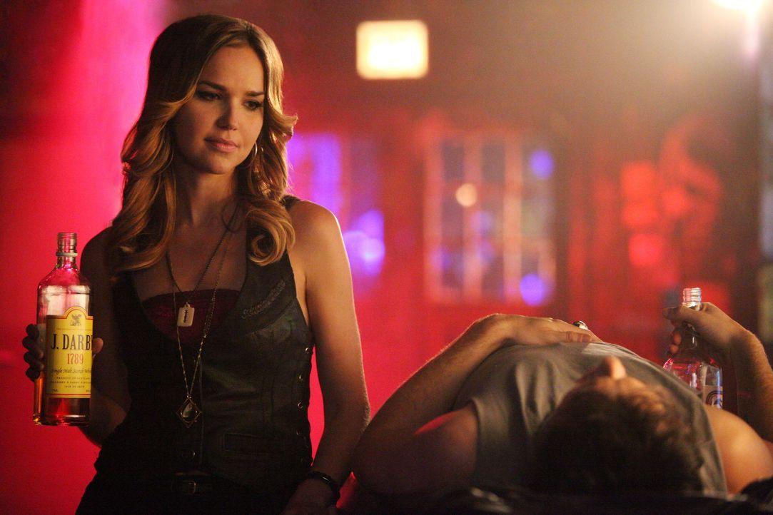 Lexi und Damon haben Spaß - Bildquelle: Warner Bros. Entertainment Inc.