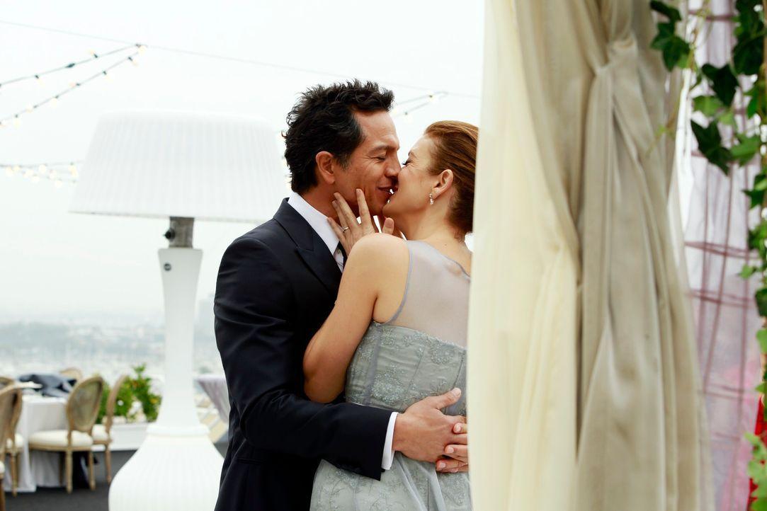 Geben sich das Ja-Wort: Addison (Kate Walsh, r.) und Jake (Benjamin Bratt, l.) ... - Bildquelle: ABC Studios