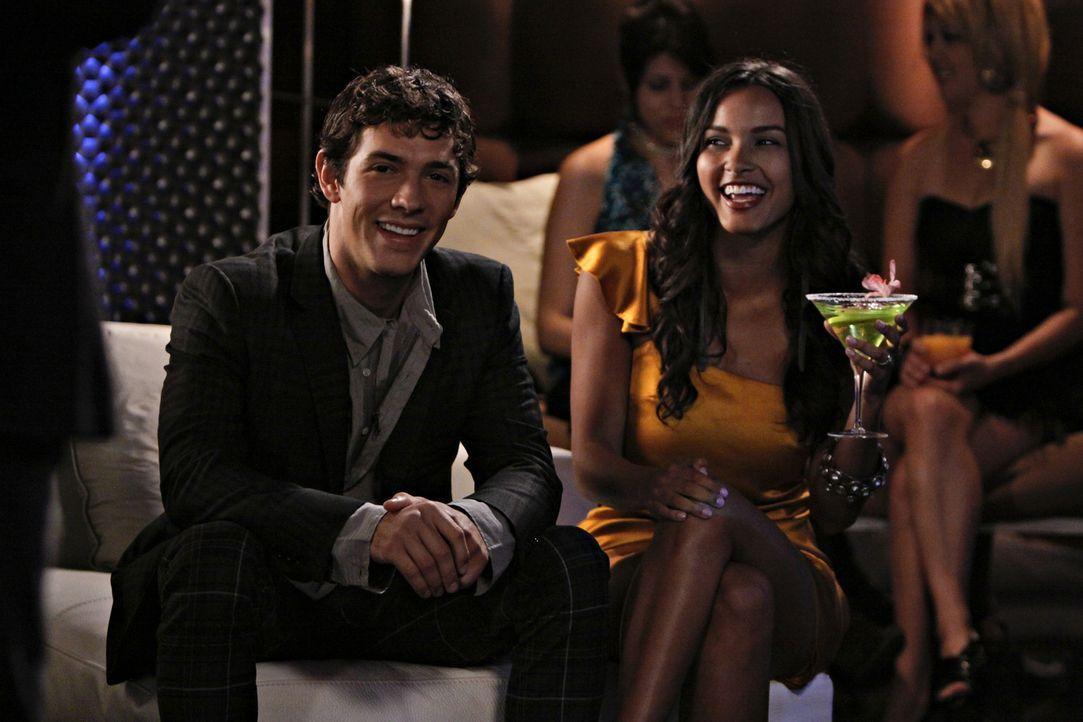Was für ein glückliches Paar - doch wird das auch so bleiben? (v.l.n.r.: Michael Rady, Riley und Jessica Lucas) - Bildquelle: 2009 The CW Network, LLC. All rights reserved.