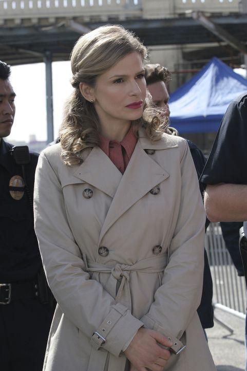 Als in einer Lagerhalle zwei Leichen gefunden werden, beginnt Deputy Chief Brenda Leigh Johnson (Kyra Sedgwick) und ihr Team mit den Ermittlungen ... - Bildquelle: Warner Brothers