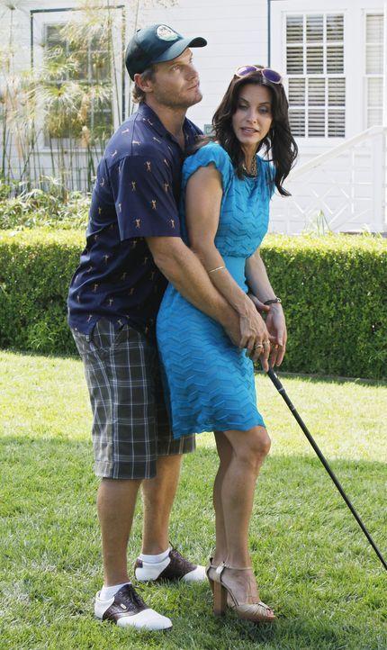 Nähern sich Jules (Courteney Cox, r.) und ihr Ex-Mann Bobby (Brian Van Holt, l.) sich wieder an? - Bildquelle: 2009 ABC INC.