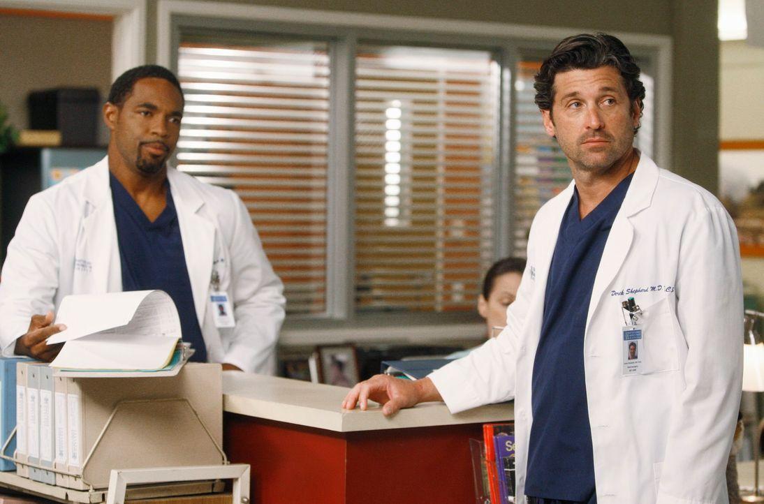 Während Ben (Jason George, l.) zurückkehrt um festzustellen, dass Bailey mit Eli zusammen ist, wirft Derek (Patrick Dempsey, r.) Alex aus der Neuroc... - Bildquelle: ABC Studios