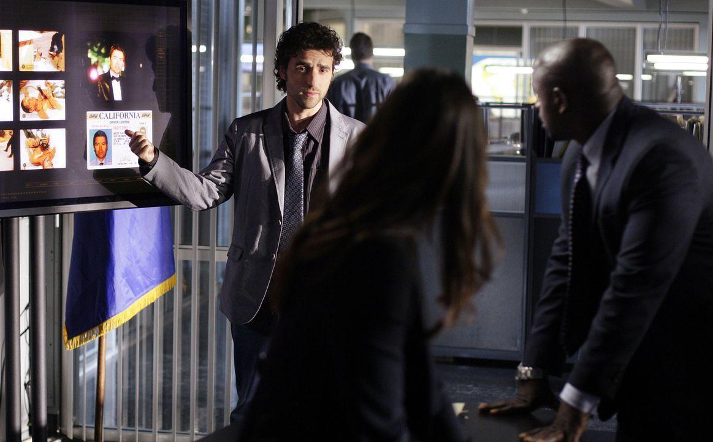 Ein kurioser Fall führt das Team in die Filmbranche: Charlie (David Krumholtz, l.), Liz (Aya Sumika, M.) und David (Alimi Ballard, r.) ... - Bildquelle: Paramount Network Television