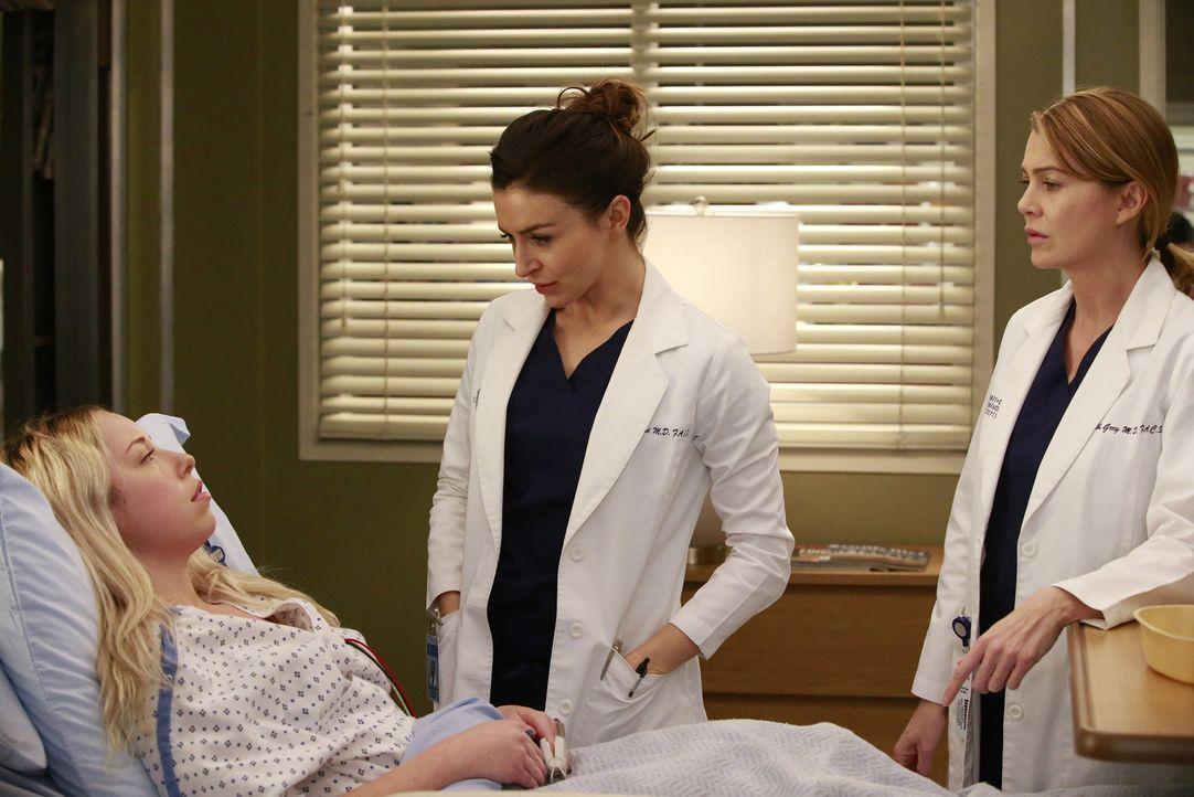 Eine Patientin (Skyler Shaye, l.), bei der Meredith (Ellen Pompeo, r.) zum ersten Mal im OP stand, kehrt ins Krankenhaus zurück, da sie ein Aneurysm... - Bildquelle: Mitchell Haaseth ABC Studios