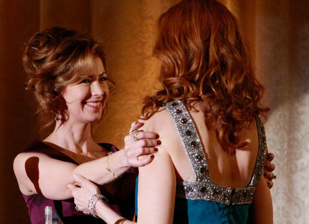 Katherine (Dana Delany, l.) und Bree (Marcia Cross, r.) geraten über die Planung eines Festes immer wieder aneinander, da keine der Frauen Kompetenz... - Bildquelle: ABC Studios
