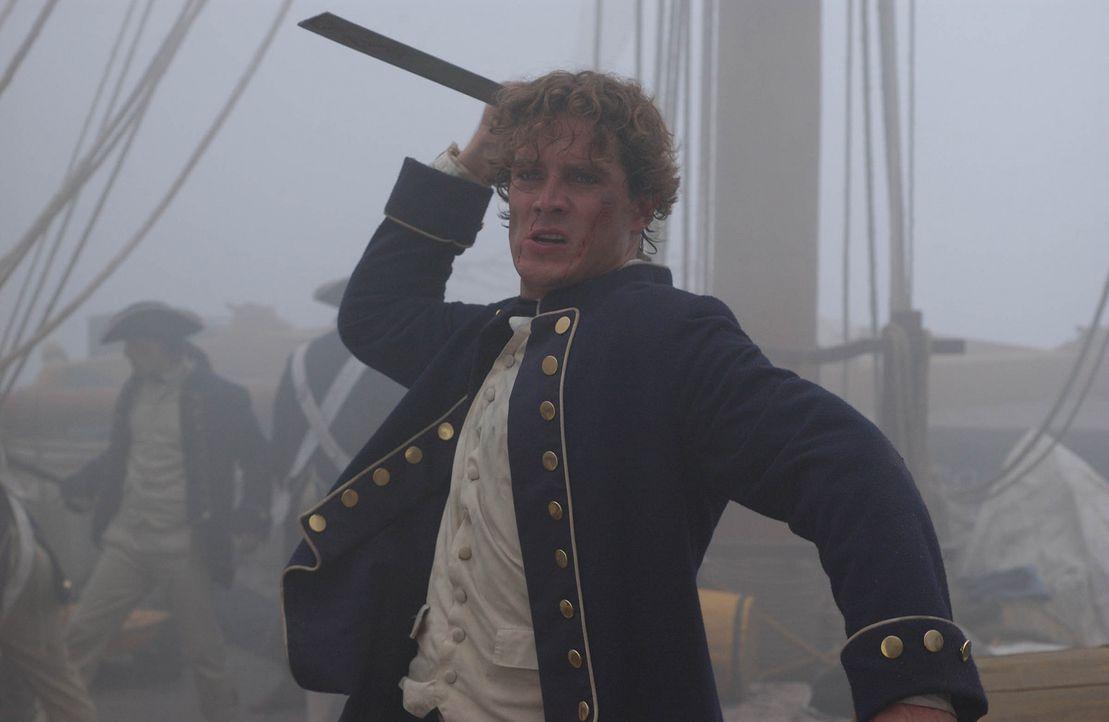 Als Maynard (Mark Umbers) als Lieutenant der Royal Navy entlarvt wird, setzt ihn Blackbeard auf einem kleinen Eiland aus und überlässt ihn seinem... - Bildquelle: Hallmark Entertainment