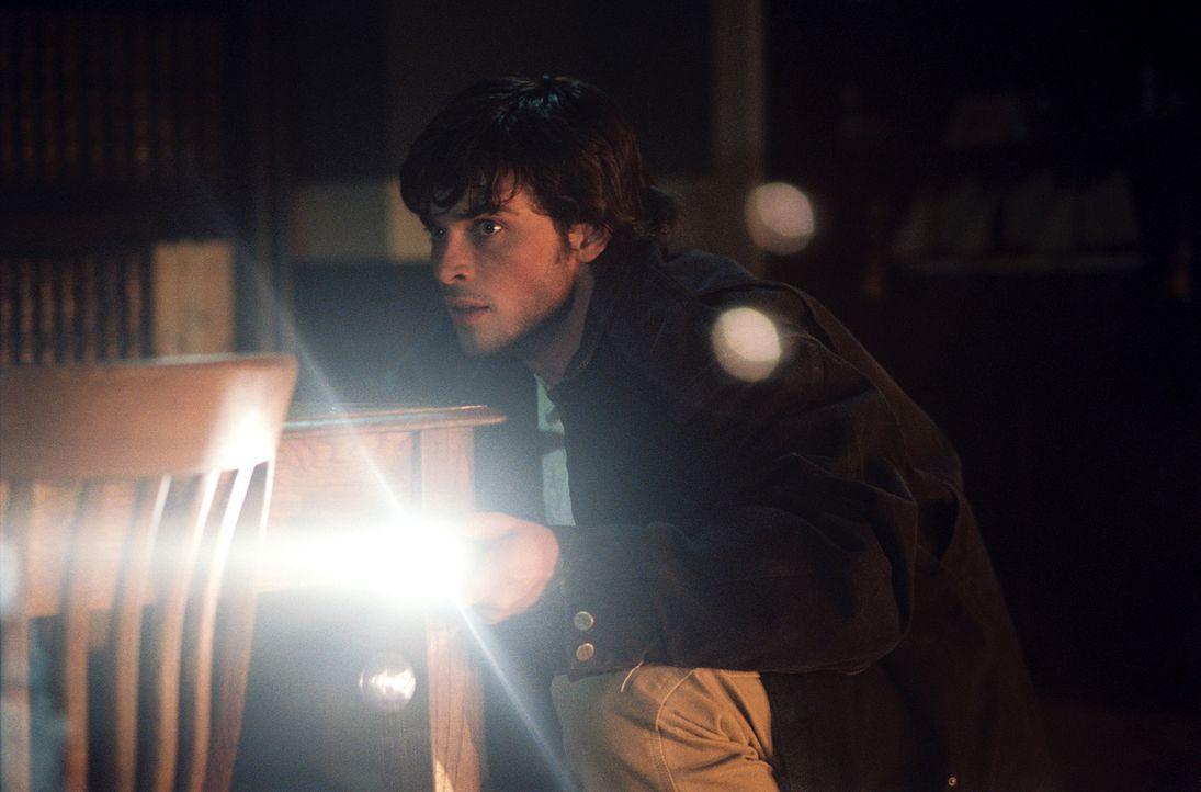 Für den jungen Nick Castle (Tom Welling) beginnt ein alptraumhafte Nacht mit einem Haufen blutrünstiger Untoter, die ihn für die Verbrechen seine... - Bildquelle: Sony Pictures Television International. All Rights Reserved.