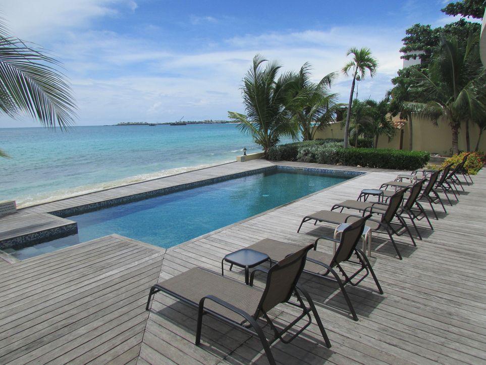 Der Charme und die traumhafte Landschaft von Sint Maarten hat auch Cliff und Janine Peek verzaubert, so dass diese sich nun ein Haus in der Karibik... - Bildquelle: 2013, HGTV/Scripps Networks, LLC. All Rights Reserved.