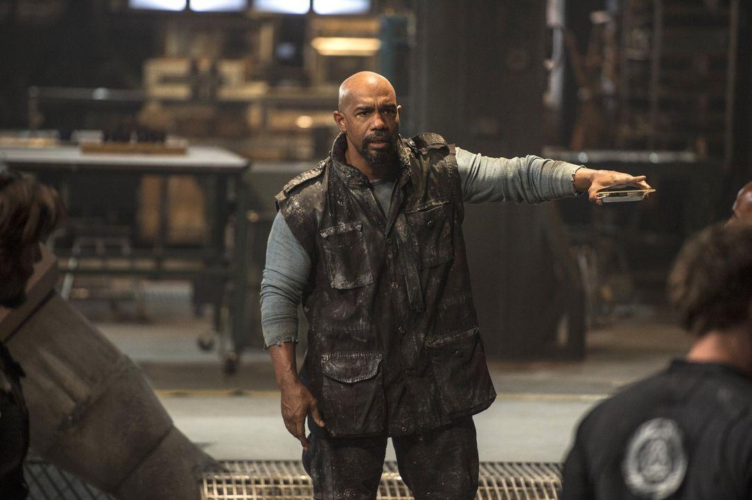 Nicht nur Pike (Michael Beach) verliert seine Geduld und seine Fassung, sondern auch Jasper wird von seiner Trauer zu einer unüberlegten Handlung ge... - Bildquelle: 2014 Warner Brothers