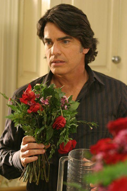 Sandy (Peter Gallagher) bereitet den Valentinstag in diesem Jahr schon einen Tag früher vor, jedoch tut er dies nur aus schlechtem Gewissen, da er... - Bildquelle: Warner Bros. Television