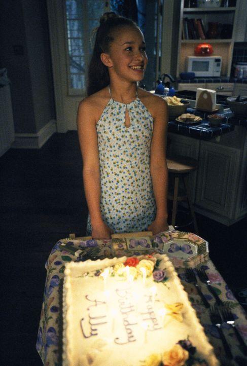 Maddie (Hayden Panettiere) ist begeistert von der großen Geburtstagsparty ihrer Mutter ... - Bildquelle: 2002 Twentieth Century Fox Film Corporation. All rights reserved.