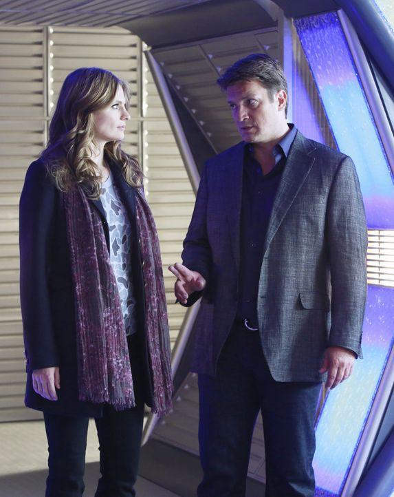 Castle (Nathan Fillion, r.) und Beckett (Stana Katic, l.) untersuchen einen Mord, der auf einer Science-Fiction-Convention stattgefunden hat ... - Bildquelle: 2012 American Broadcasting Companies, Inc. All rights reserved.