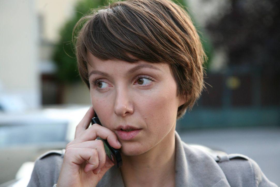 Die junge Kommissarin Lisa Binder (Julia Koschitz) glaubt, in Alexandras Freund den Täter gefunden zu haben. Doch dieser beteuert seine Unschuld ... - Bildquelle: Stefan Haring SAT. 1