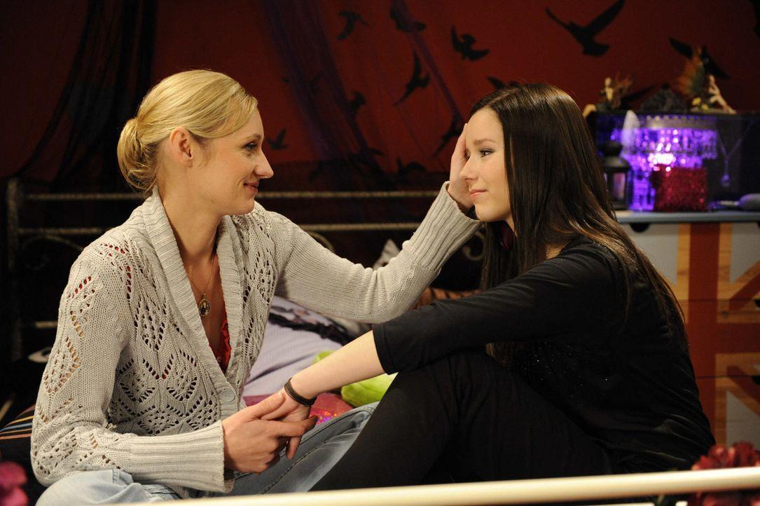 Luzi (Selina Müller, r.) wird von Karin (Barbara Sotelsek, l.) bestätigt, dass sie das Richtige getan hat ... - Bildquelle: SAT.1