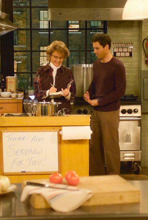 Da Will (Eric McCormack, r.) alleine den Kochkurs besucht, hat Ann (Tracey Ullman, l.), die den Kur veranstaltet, einen Stricher für Will bezahlt, d... - Bildquelle: NBC Productions