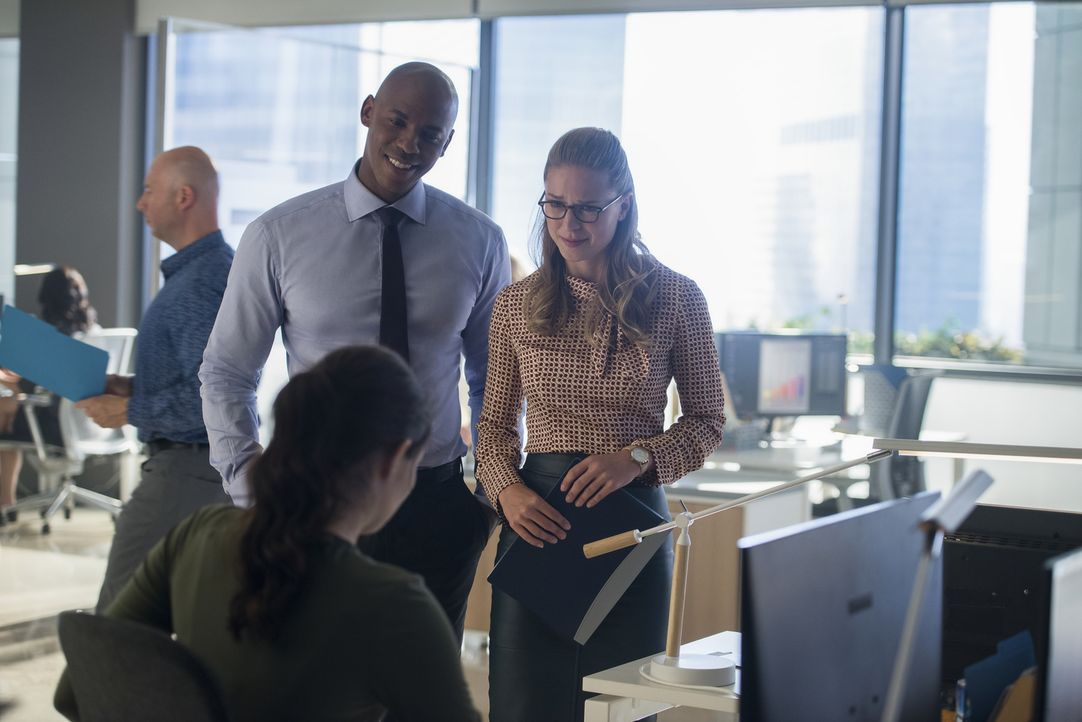 James (Mehcad Brooks, l.); Kara (Melissa Benoist, r.) - Bildquelle: Diyah Pera 2018 The CW Network, LLC. All Rights Reserved.