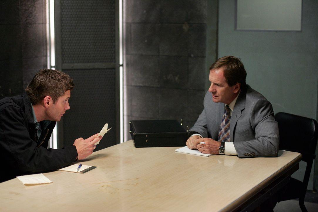 Diana bietet Dean (Jensen Ackles, l.) an, mit dem Staatsanwalt (Andy Stahl, r.) einen Deal auszuhandeln ... - Bildquelle: Warner Bros. Television