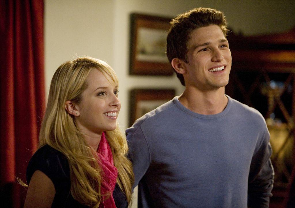 Wieso setzt sich der Womanizer Ricky (Daren Kagasoff, r.) so für Graces (Megan Park, l.) Beziehung mit Jack ein? - Bildquelle: ABC Family