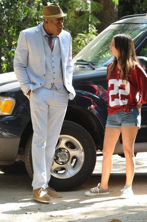 Lavon Hayes (Cress Williams, l.) macht Zoe Hart (Rachel Bilson, r.) ein Angebot, das sie nicht abschlagen sollte ... - Bildquelle: Warner Bros.