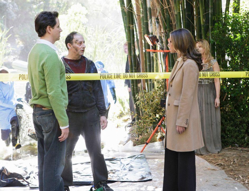 Eli (Jamie Kennedy, l.) und Melinda (Jennifer Love Hewitt, r.) versuchen alles, damit Edwin Hathaway (Arye Gross, M.) ins Licht gehen kann ... - Bildquelle: ABC Studios