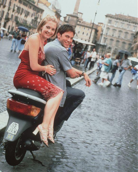 Paul (Eddie Mills, r.) kommt Sabrinas(Melissa Joan Hart, l.) Geheimnis auf die Spur ... - Bildquelle: American Broadcasting Company
