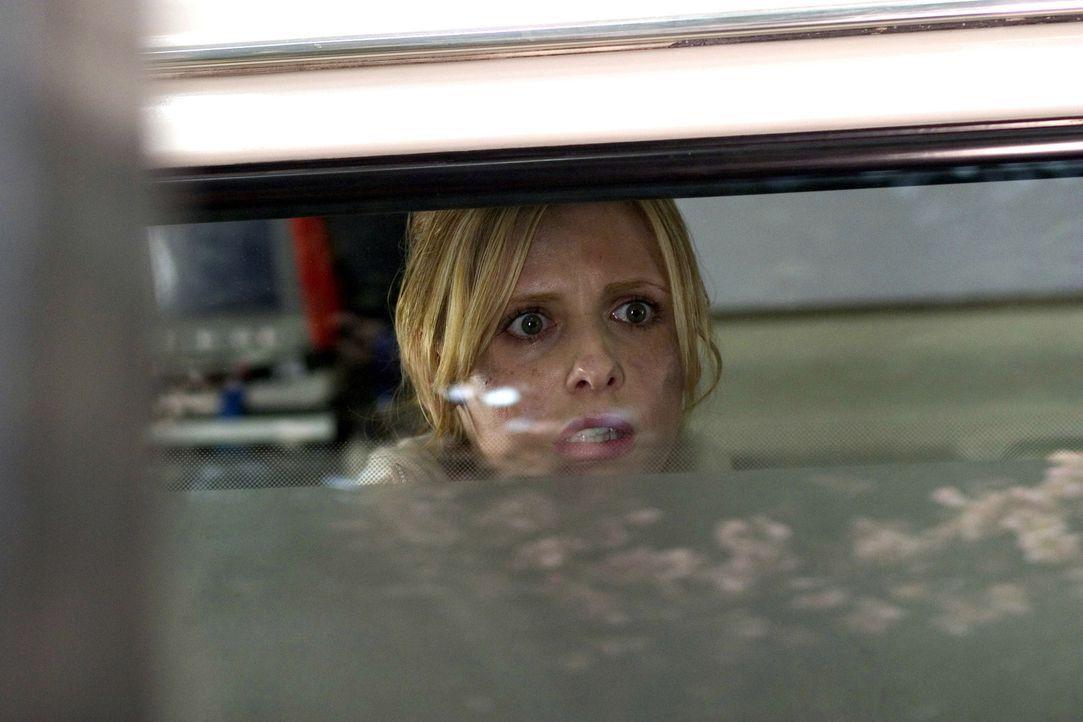 Fluchartig verlässt die Krankenschwester Karen (Sarah Michelle Gellar) das Haus der alten Dame. Was hat es dort nur mit diesen unheimlichen Erschei... - Bildquelle: Constantin Film