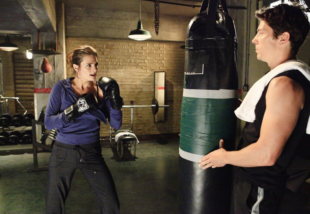 Det. Tom Demming (Michael Trucco, r.) ist von der schlagkräftigen Kate (Stana Katic, l.) sofort angetan ... - Bildquelle: ABC Studios