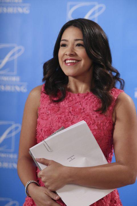 Janes (Gina Rodriguez) Lieblingsautorin steigt im Marbella ab, woraufhin sie ihr sofort ihre eigene Buch-Idee schmackhaft machen will. Mit Erfolg? - Bildquelle: 2014 The CW Network, LLC. All rights reserved.