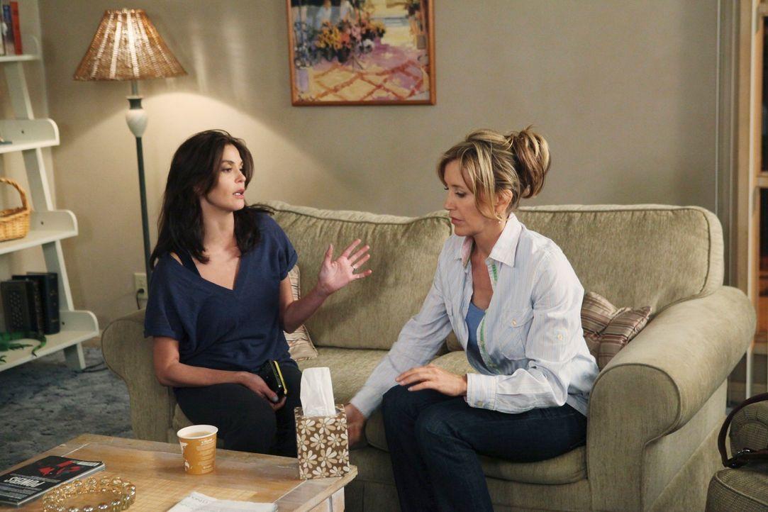 Während Lynette (Felicity Huffman, r.) wütend auf ihren Mann ist, steht Susans (Teri Hatcher, l.) Job steht auf der Kippe, da sie einen wichtigen Ku... - Bildquelle: ABC Studios