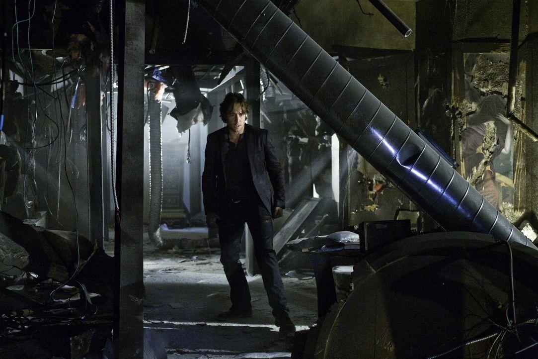 Um seinem Freund zu helfen, riskiert Mick (Alex O'Loughlin) Kopf und Kragen ... - Bildquelle: Warner Brothers