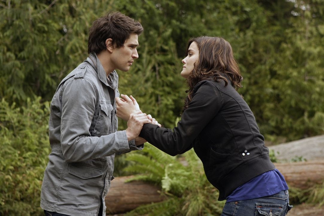 Er lässt nicht locker: Kyle (Matt Dallas, l.) will unbedingt erfahren, warum Jessi (Jaimie Alexander, r.) vor ihm wegläuft ... - Bildquelle: TOUCHSTONE TELEVISION