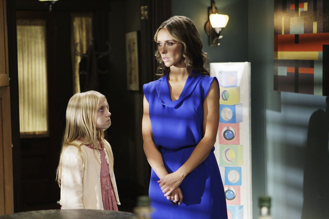Melinda (Jennifer Love Hewitt, r.) will der kleinen Julia (Madison Leisle, l.) die Angst davor nehmen, endlich ins Licht zu gehen, um Seelenfrieden... - Bildquelle: ABC Studios