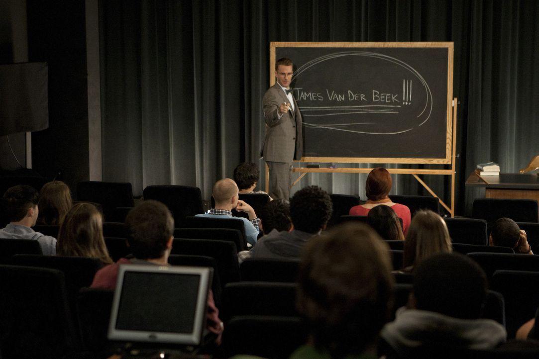 James (James Van Der Beek, M.) möchte sein Talent weitergeben, aber seine Rolle als Dawson Leery lässt ihn nicht los ... - Bildquelle: 2012 American Broadcasting Companies. All rights reserved.