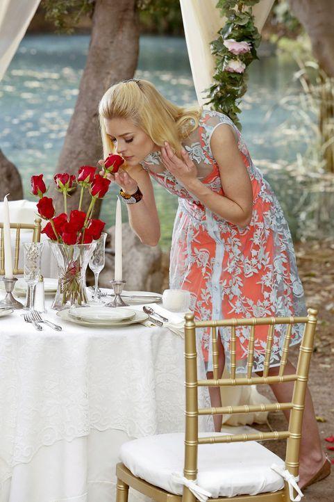 Um ihre wahren Gefühle nicht offenbaren zu müssen gibt Lemon (Jaime King) vor, nur Beziehungstipps geben zu wollen ... - Bildquelle: Warner Bros.