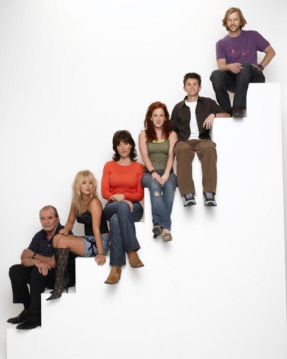 (3. Staffel) - Haben mit den Problemen in Alltag zu kämpfen: Bridget (Kaley Cuoco, 2.v.l.), Kerry (Amy Davidson, 3.v.r.), Cate (Katey Sagal, 3.v.l.... - Bildquelle: ABC, Inc.