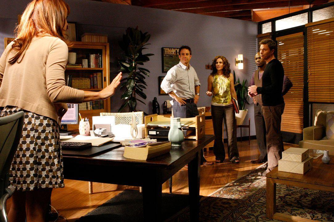 Ahnen noch nicht, dass Naomi, eine schwer wiegende Entscheidung ohne sie getroffen hat: Addison (Kate Walsh, l.), Pete (Tim Daly, r.), Cooper (Paul... - Bildquelle: ABC Studios