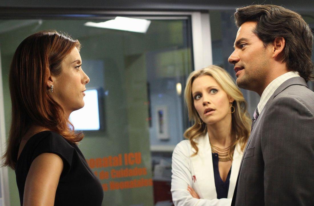 Ein neuer Tag bringt neue Probleme: Charlotte (KaDee Strickland, M.), Addison (Kate Walsh, l.) und Dr. Rodriguez (Cristián de la Fuente, r.) ... - Bildquelle: ABC Studios