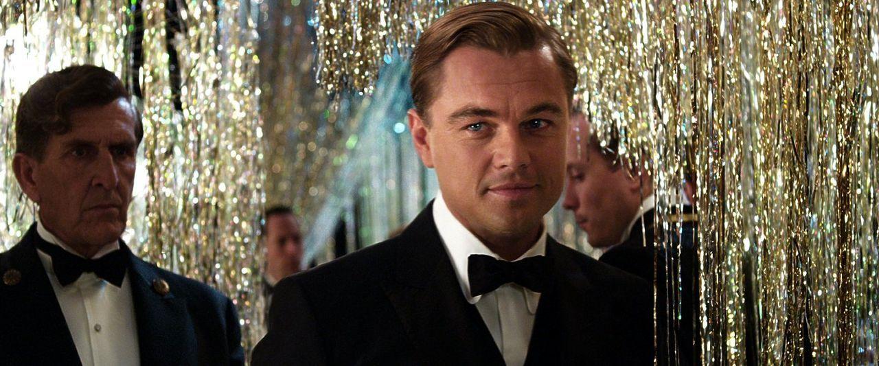 Seine Liebe zur schönen Daisy wird für Gatsby (Leonardo DiCaprio) zu einer Obsession, die sein gesamtes Handeln bestimmt ... - Bildquelle: 2012 Warner Brothers