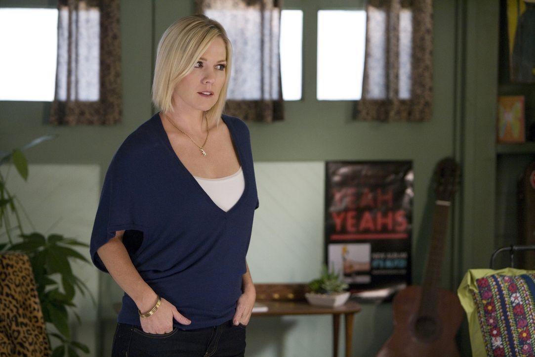 Kelly (Jennie Garth) will nicht, dass Ihre Mutter ihre kleine Schwester Silver in ihre Probleme mit hinein zieht... - Bildquelle: TM &   CBS Studios Inc. All Rights Reserved