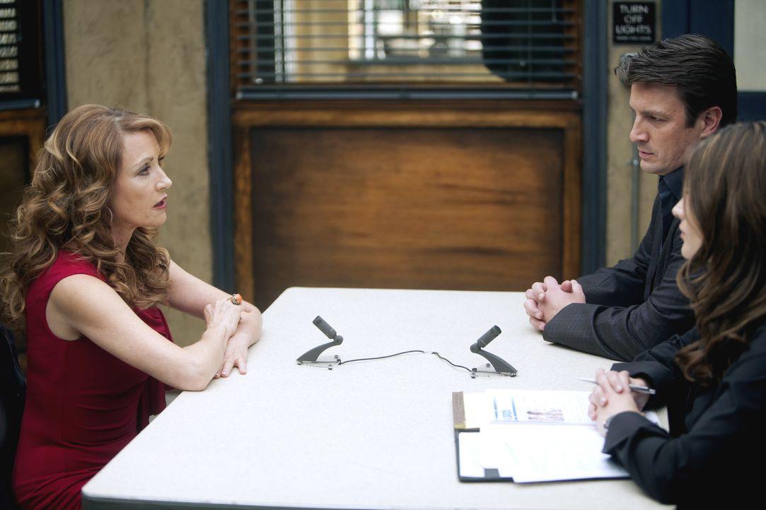 Gloria Chambers (Jane Seymour, l.) gibt vor, die Mutter der ermordeten Sarah zu sein. Richard Castle (Nathan Fillion, M.) und Kate Beckett (Stana Ka... - Bildquelle: ABC Studios