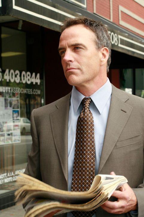 Hat eine Überraschung für Susan: Karl (Burgi Richard) ... - Bildquelle: 2005 Touchstone Television  All Rights Reserved