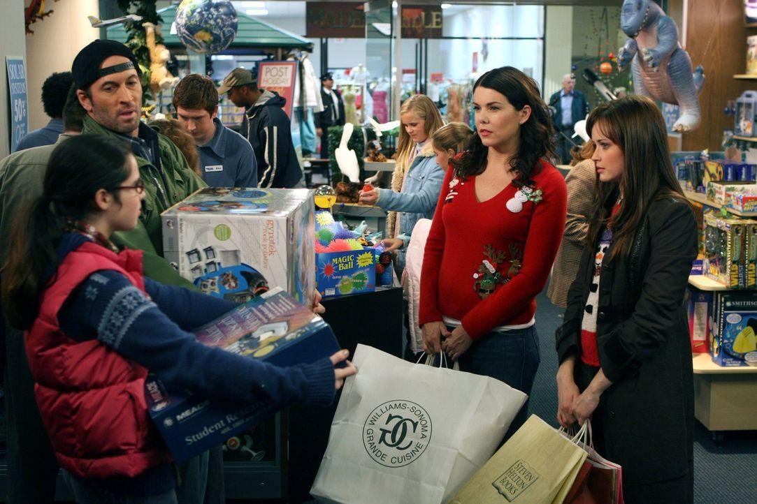 (v.l.n.r.) Luke (Scott Patterson); Lorelai (Lauren Graham); Rory (Alexis Bledel) - Bildquelle: Warner Bros.