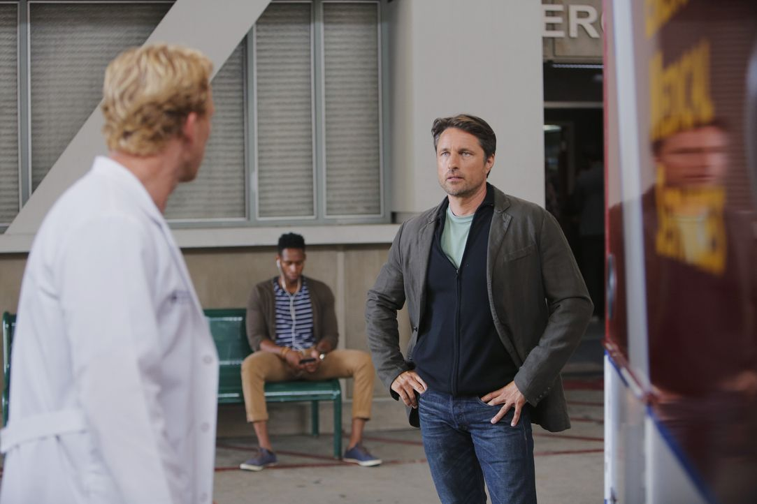 Owen (Kevin McKidd, l.) reagiert gereizt auf Dr. Nathan Riggs (Martin Henderson, r.). Doch warum nur? - Bildquelle: Tony Rivetti ABC Studios