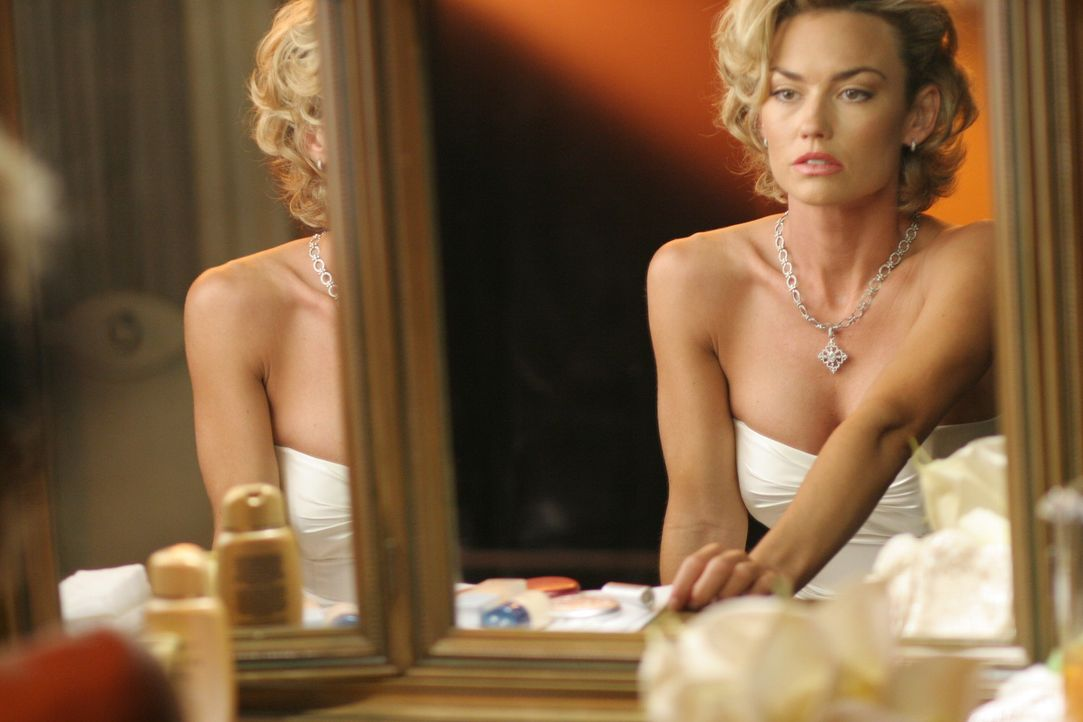 Wird sie das Richtige tun?: Kimber (Kelly Carlson) ... - Bildquelle: TM and   2005 Warner Bros. Entertainment Inc. All Rights Reserved.