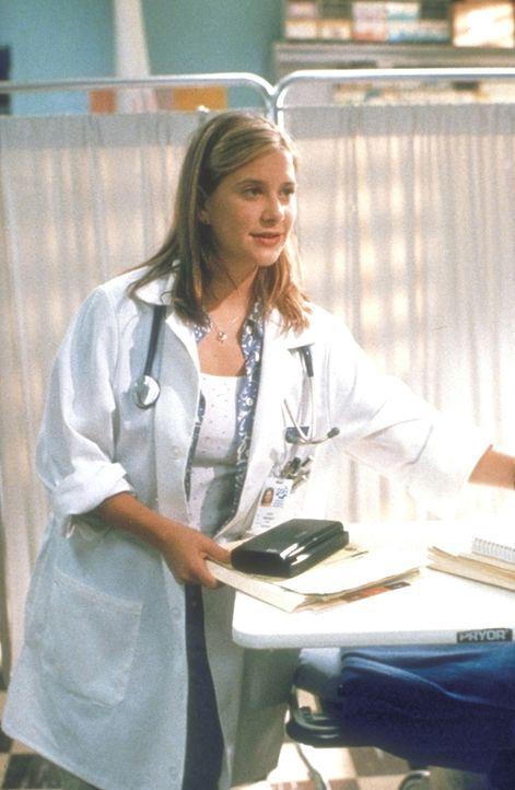 Redlich bemüht absolviert die Medizinstudentin Lucy (Kellie Martin) den ersten Tag ihres Praktikums in der Notaufnahme. Die harte Realität scheint s... - Bildquelle: TM+  2000 WARNER BROS.