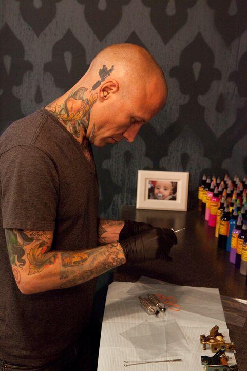 """Hinter """"Tattoo-Sünden"""" stecken meistens interessante Stories, die selbst den erfahrenen Tätowierer Tommy Helm noch überraschen ... - Bildquelle: 2012 Spike Cable Networks Inc. All Rights Reserved."""